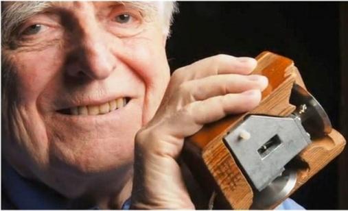 Douglas-Engelbart-penemu-mouse