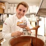 Louis Barnett ~ Berawal Dari Kecintaan, Pemuda Ini Berhasil Jalankan Bisnis Cokelat yang Mendunia