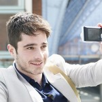 6 Tips Membuat Foto Selfie yang Tepat Untuk Akun Profesional