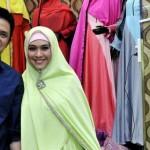 Membedah Bisnis Oki Setiana Dewi Di Bidang Fashion Busana Muslimah