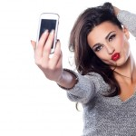 Inilah 4 Tips Foto Selfie Keren Tanpa Harus Beranjak Dari Rumah